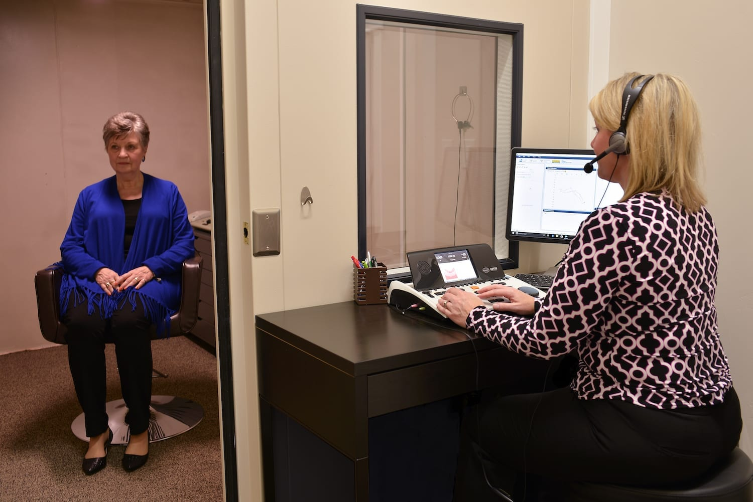 Comprehensive hearing assessment booth